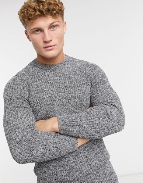 New Look - Enger Strickpullover mit Rundhalsausschnitt in Grau
