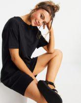 Pieces - Kurzes T-Shirt-Kleid in Schwarz