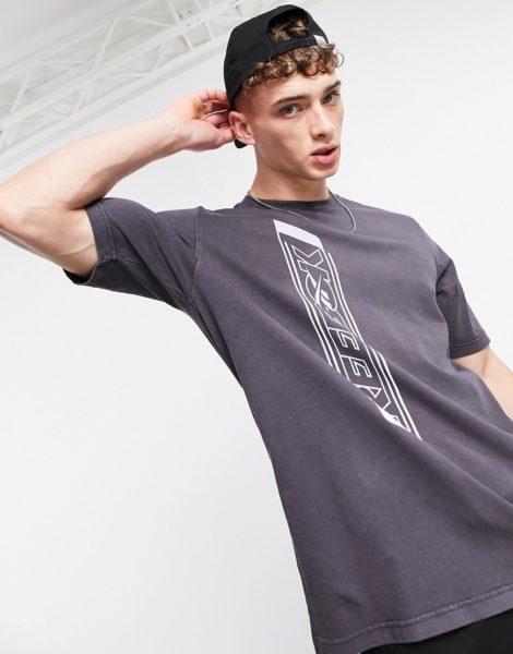 Reebok Classics - T-Shirt mit vertikalem Rückenprint in Schwarz