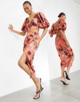 ASOS DESIGN - Rock mit drapierter Vorderseite in Zimtbraun mit Orchideen-Print-Mehrfarbig