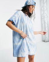 Bershka - Oversize-T-Shirt-Kleid mit Batikmuster in Blau