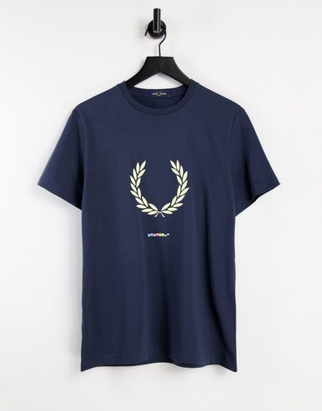 Fred Perry - Registration - T-Shirt in Dunkelgrau mit Print