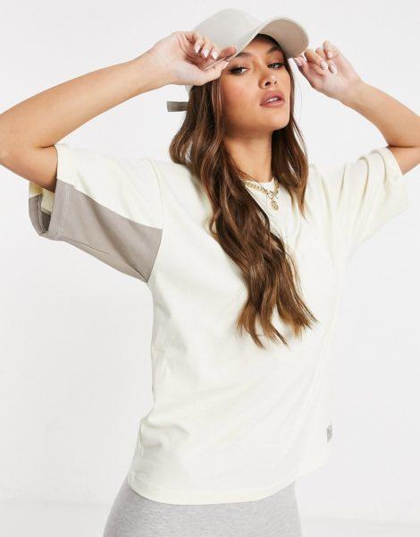Hummel - Oversized-T-Shirt in Creme-Weiß