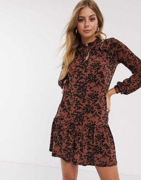 Oasis - Braunes Kleid mit tief sitzender Taille und Leopardenfellmuster