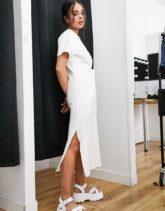 Topshop - T-Shirt-Kleid mit verdrehter Vorderseite in Weiß