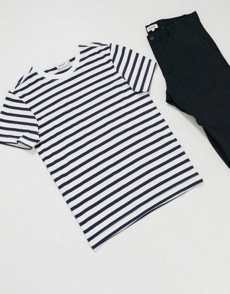 Weekday - Klassisches T-Shirt in Marineblau gestreift