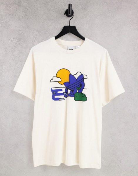 adidas Originals - T-Shirt in gebrochenem Weiß aus recyceltem Material mit Dreiblatt-Logo