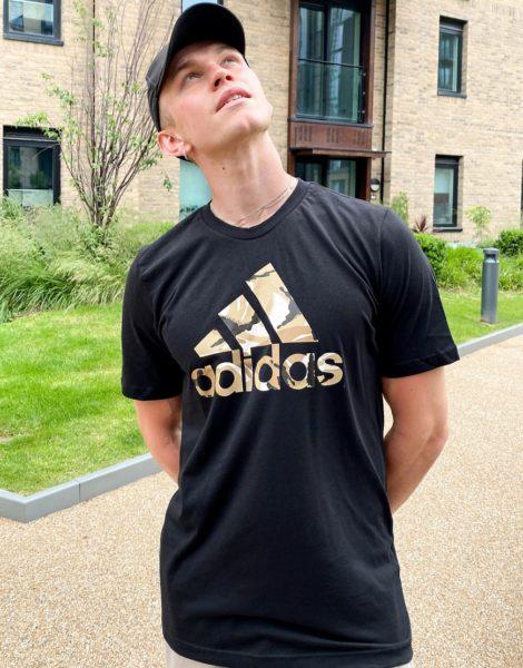 adidas Training - T-Shirt in Schwarz mit Rückenprint mit Military-Muster