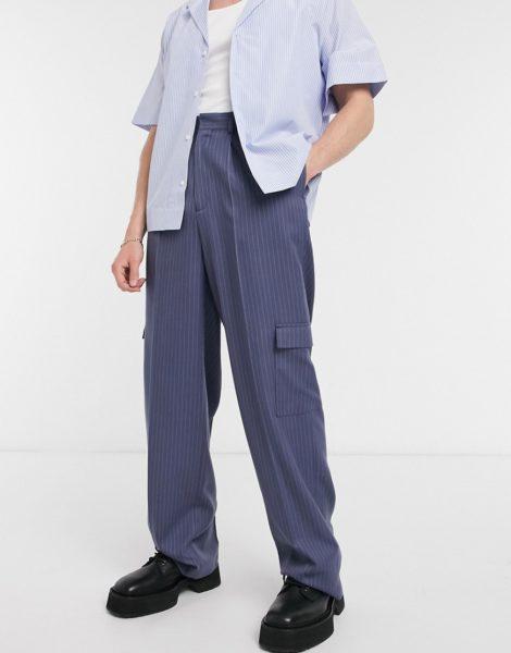 ASOS DESIGN - Marineblaue, elegante Hose mit weitem Bein, Nadelstreifen und Cargotaschen