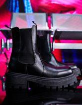 ASOS DESIGN - Chelsea-Stiefel aus Kunstleder in Schwarz mit sehr dicker Sohle und eckiger Zehenpartie