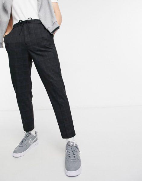 ASOS DESIGN - Elegante Hose in Karottenform mit Kreuzschraffur-Muster und Kordelzug-Schwarz