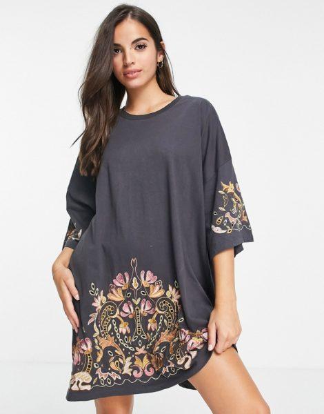 ASOS DESIGN - Übergroßes T-Shirt-Kleid in Anthrazit mit goldfarbener Blumenstickerei-Grau