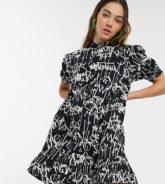COLLUSION - Hoch geschlossenes, gesmoktes Kleid mit Graffiti-Print-Mehrfarbig