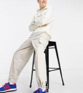 COLLUSION - Locker geschnittene Hose in Stein im Stil der 90er, Kombiteil-Weiß
