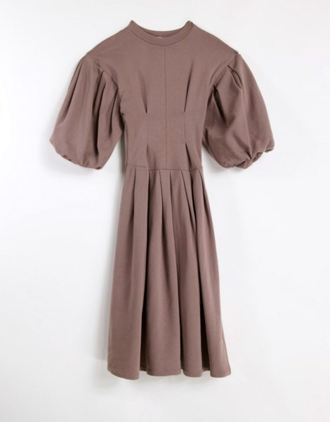 Topshop - Editor - Sweatshirt-Kleid in Kamelbraun mit Ballonärmeln