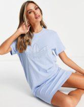 adidas Originals - T-Shirt-Kleid in Blau mit großem Logo