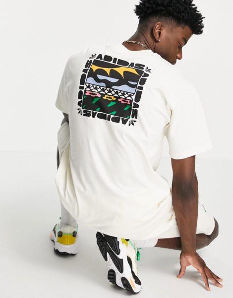 adidas Originals - T-Shirt in gebrochenem Weiß mit geblümter Dreiblatt-Logostickerei