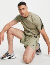 adidas Training - T-Shirt in Khaki mit Logo-Aufnäher-Grün
