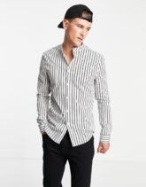 ASOS DESIGN - Eng geschnittenes, gestreiftes Hemd in Weiß mit Grandad-Kragen