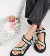 ASOS DESIGN - Fix Up - Sportliche Sandalen mit Blumenmuster, weite Passform-Mehrfarbig
