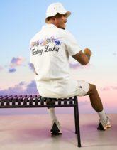 ASOS DESIGN - Hemd in normaler Passform mit Reverskragen und Stickerei auf dem Rücken aus Baumwolle-Weiß