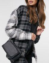 ASOS DESIGN - Kameratasche in Schwarz aus Leder mit Tasche vorne