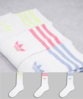 adidas Originals - adicolor - Crew-Socken in Weiß mit Dreiblattlogo und pastellfarbenen Streifen im 3er-Pack