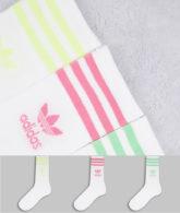adidas Originals - adicolor - Mittelhohe Crew-Socken in Weiß mit Dreiblattlogo und pastellfarbenen Streifen im 3er-Pack